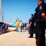 Migrants in Italy boat dispute disembark despite ban