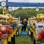 Ahead of deadline, Russia, Ukraine sign gas transit deal