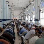 'God is with us': Many Muslims in Pakistan Breaks the coronavirus ban in mosques