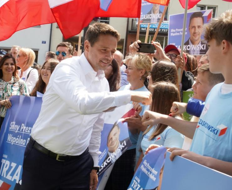 Poland braces for tight presidential election