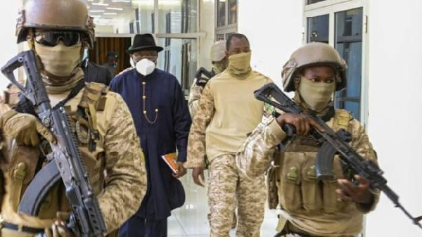In Mali - West Africa leaders call for 12-month Civilian transition
