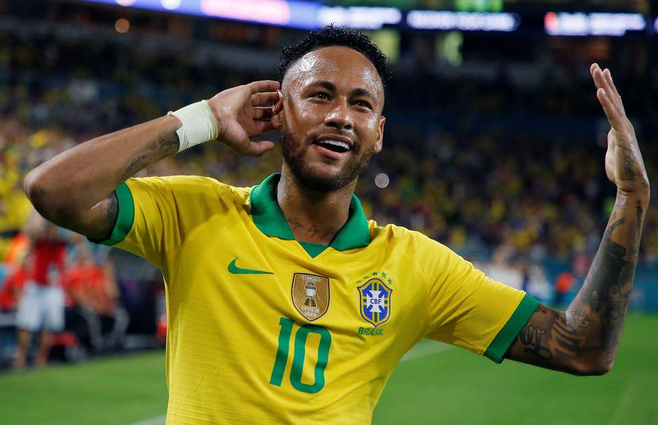 Ronaldo congratulates Neymar As He Becomes Brazil's second Highest goal scorer after Pele