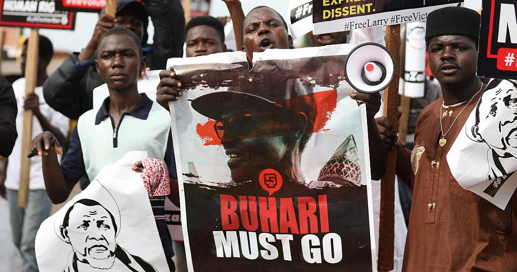 Five Nigerians arrested for anti-Buhari T-shirts sue security services